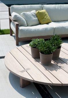 Low round iroko coffee #table PALLET by PIERANTONIO BONACINA | #design Piero Lissoni Outdoor Tables, Outdoor Spaces, Outdoor Decor, Outdoor Stuff, Wicker Furniture, Diy Furniture, Outdoor Furniture, Outside Living, Outdoor Living