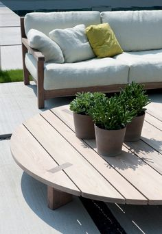 Low round iroko coffee #table PALLET by PIERANTONIO BONACINA | #design Piero Lissoni