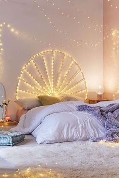 Lucinda Twinkle Headboard | Urban Outfitters | Home & Gifts | Dream Bedroom #UOEurope #UrbanOutfittersEU #UOHome