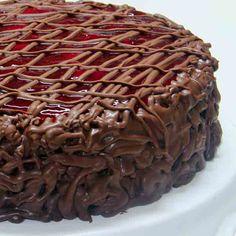 LANÇAMENTO DI NORMA:  Bolo Sensação: Bolo de chocolate, recheado de creme de morangos,compota de morango e creme de chocolate.   #love #DiNorma #instagood #photooftheday #lancamento