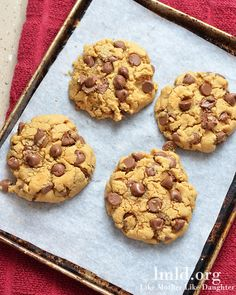 Peanut butter and chocolate chip cookies for two! Just 4 cookies so you can always have fresh cookies when you want, but dont get stuck with dozens leftover #lmldfood