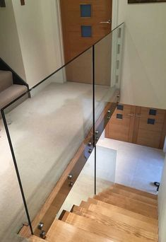 At Jarrods we can create coloured, etched, or cracked effect contemporary glass staircases, bringing light, space and a sense of style into your home! Staircase Contemporary, Modern Stairs, Glass Stairs, Glass Railing, Cottage Stairs, Hallway Colours, Balustrades, Luxury Bar, Loft Stairs