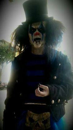 Halloween Stuff, Halloween Ideas, Halloween Face Makeup, Scary Clowns, Creepy, History Of Clowns, Diy Costumes, Halloween Costumes, John Wayne Gacy