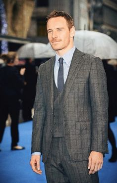 Michael Fassbender in Thom Sweeney suit and John Lobb shoes - 'X-Men: Days of Future Past' London Premiere. Read more here: http://www.whats-he-wearing.com/2014/05/michael-fassbender-in-thom-sweeney-suit-john-lobb-shoes-x-men-london-premiere-may-2014.html