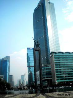 Statues de bienvenue à Jakarta. #voyage #Indonesie