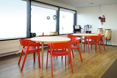 Znalezione obrazy dla zapytania krzesła drewniane czarne czerwone