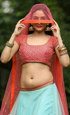 Belly Button (Navel) is the sexiest part of the ladies body and many Bollywood actresses loves to flaunt their navel, wearing sheer saris or hot pants. Beautiful Girl Photo, Beautiful Girl Indian, Most Beautiful Indian Actress, Beautiful Women, Gorgeous Lady, Beautiful Saree, Beautiful Actresses, Indian Actress Hot Pics, Indian Actresses