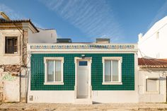 Terras 8 House  Location: Belém, Lisbon, Portugal Construction year: 2015 Areas: 210sqm of housing de moradia and 140sqm of exterior areas  Architecture: Gui...