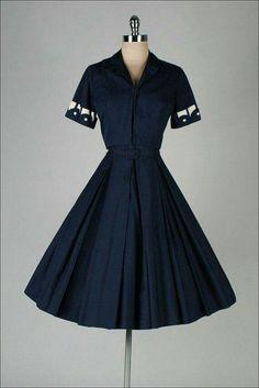 Vintage Fashion: Dress and Matching Jacket Vintage 1950s Dresses, Vestidos Vintage, Vintage Wear, Vintage Looks, Vintage Outfits, Vintage Clothing, Vintage Style, Pretty Outfits, Pretty Dresses