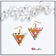 Boucles d'oreilles géométriques triangles paillettes dorées, rose, turquoise collection Noël bijoux paillettes : Boucles d'oreille par sunkris
