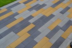 Tri-colour: Bradstone 'stoneflair' in 3 colours Little Acorns Landscapes http://littleacornslandscapes.moonfruit.com/#/all-types-of-paving/4548212507