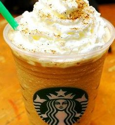Starbucks Pumpkin Pie Frappuccino Pumpkin is back! Try a delicious Pumpkin Pie Frappuccino! Recipe here: starbuckssecretme… - Fresh Drinks Pumpkin Spice Frappuccino, Frappuccino Recipe, Starbucks Pumpkin, Starbucks Frappuccino, Pumpkin Spice Latte, Starbucks Shirt, Butterbeer Recipe, Starbucks Secret Menu Drinks, Starbucks Recipes