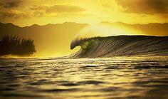 Google képkeresési találat: http://www.clubofthewaves.com/surf-photographer/collins/005.jpg
