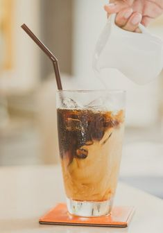 Best Cold Brew Coffee, Cold Brew Coffee Maker, Coffee Jars, Coffee Milk, Pouring Coffee, Ice Milk, Cappuccino Coffee, Blended Coffee, Black Coffee