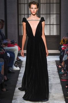 See the complete Schiaparelli Fall 2015 Couture collection.