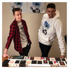 """PoPhone.eu on Instagram: """"Ez a kép is bizonyítja, hogy nálunk tényleg minden iPhone szériát megtaláltok, számos színben, különböző kapacitásokkal🙌🏻 • Ha ebből a…"""" Minden, Graphic Sweatshirt, Iphone, Sweatshirts, Sweaters, Instagram, Fashion, Moda, Fashion Styles"""