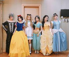 Check out GFriend @ Iomoio Kpop Girl Groups, Kpop Girls, Gfriend Album, Teenager Photography, Kim Ye Won, Cloud Dancer, Turkish Beauty, Fandoms, G Friend