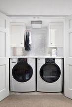 Praktische oplossing voor een kleine wasruimte