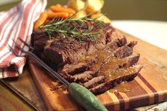 Pot Roast with Rosemary and Garlic from @NevrEnoughThyme http://www.lanascooking.com/2009/10/19/pot-roast-with-rosemary-and-garlic/ #beef #one-pot #familysupper