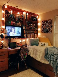 Tips for the original decoration of the student room - dorm room Dorm Room Styles, Dorm Room Designs, Cozy Dorm Room, Small Dorm, Student Room, Student Gifts, Aesthetic Room Decor, Fashion Room, Dream Rooms