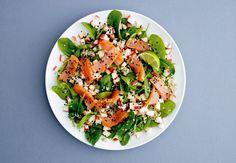 Savulohi-pinaattisalaatti | Kuntoplus.fi Pasta Salad, Cobb Salad, Power Salat, Edamame, Vinaigrette, Quinoa, Avocado, Health Fitness, Healthy Recipes