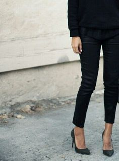 { minimal chic + all black } Fashion Moda, Look Fashion, Winter Fashion, Womens Fashion, Fashion Black, Milan Fashion, High Fashion, Fashion Shoes, Fashion Tips
