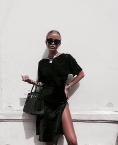 Who dares to wear all black outfits for summer? This will make your summer hoter, but who cares? Your all black outfits will always be stylish, graceful and amazing. Here are Spring a… Black Women Fashion, Look Fashion, Street Fashion, Womens Fashion, Feminine Fashion, High Fashion, Prep Fashion, Mode Outfits, Fashion Outfits