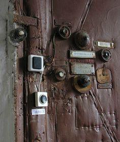 The door bells. Communal Living in Russia: A Virtual Museum of Soviet Everyday Life http://kommunalka.colgate.edu/index.cfm, Kommunalki
