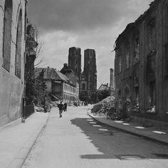 Tak wyglądał Wrocław w 1945 roku [ZDJĘCIA] - Gazetawroclawska.pl Germany Poland, City Buildings, Old City, Old Pictures, Wwii, Photographs, France, Black And White, Places