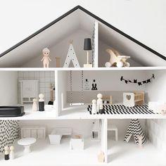 Dit #projectjepoppenhuis ligt even stil. Qua huis is 'ie af, maar nog steeds op zoek naar wat meubel - rosanvleeuwenn