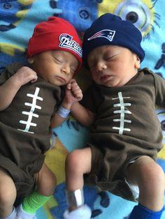 """""""I'm the bigger Pats fan!"""" """"No, I'm the bigger Pats fan!"""" #LilPatsFans #Patriots"""