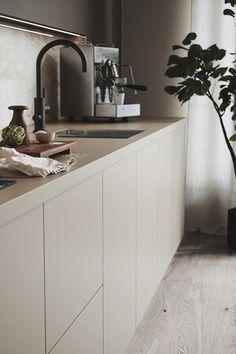 Kitchen Room Design, Modern Kitchen Design, Home Decor Kitchen, Interior Design Kitchen, Kitchen Furniture, New Kitchen, Home Kitchens, Beige Kitchen Cabinets, Cocinas Kitchen