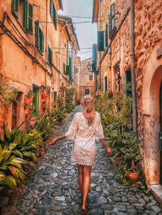Explore the most charming towns in Spain. A guide through cobblestone streets of the most beautiful corners of Spain for your next getaway. Beautiful Places In Spain, Beautiful Streets, Most Beautiful, Cadiz Spain, Seville Spain, Travel And Tourism, Spain Travel, Travel Destinations, Mexico Travel