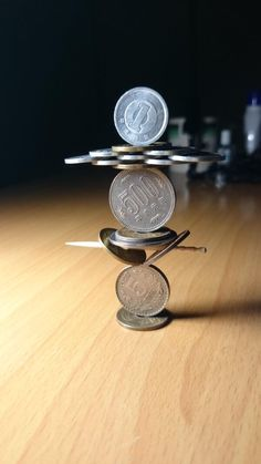 The artist crafts coin stacked sculptures that beat all gravity laws by looking like floating in the air or about to fall apart in any second.