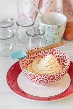 Cómo hacer crema diplomática   Blog de recetas de repostería   María Lunarillos Barbie, Cream Cake, Sin Gluten, Frosting, Good Food, Fun Food, Panna Cotta, Dips, Cupcakes