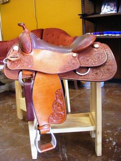 Pretty reining saddle I WANT!!! Western Tack, Western Saddles, Western Wear, Horse Gear, Horse Tack, Barrel Racing Tack, Tack Sets, Saddle Blanket, Horse Accessories