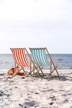 Δυο αναπαυτικές ξαπλώστρες και μία υπέροχη παραλία… Το τέλειο καλοκαιρινό σκηνικό!