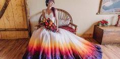 Smelé nevesty si zamilovali trend farebných svadobných šiat, ktoré vyzerajú ako ponorené do farby