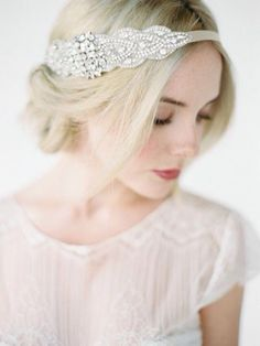 44 Chic Bridal Vintage-Inspired Headpieces | HappyWedd.com