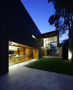Eco-friendly Rosalie Residence in Brisbane, Australia by Richard Kirk Architects