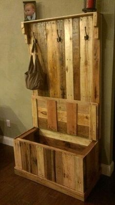 Handmade Reclaimed Pallet Wood Hall Tree/Trunk 300$ I wish I was crafty with tools! I would so build this!