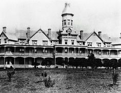 The Sanitarium, Wahroonga, Sydney, 1903 - Sydney Sanitarium opened in Wahroonga… Aboriginal History, Sydney City, Historical Images, Back In Time, Sydney Australia, The Good Old Days, Old Photos, Past, Beautiful Places