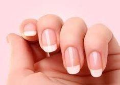 Avoir de beaux ongles, c'est un atout dans notre feminité. Malheureusement certaines d'entres nous voient leurs ongles jaunir pour diverses raison. Alors comment faire pour avoir de bea…