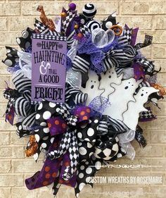 Wreaths make a great decoration for your home or as a gift for someone who appreciates and loves all things handmade by a designer. Custom Wreaths by Rosemarie helps you create beautiful, handmade wreaths for your home from Pearland, Texas. Halloween Door Wreaths, Holidays Halloween, Scary Halloween, Halloween Crafts, Halloween Decorations, Christmas Wreaths, Halloween Stuff, Halloween Ideas, Summer Crafts