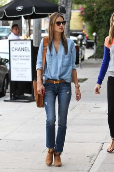 Alessandra Ambrosio went out for lunch with a friend in Beverly Hills, California last week and also did some last minute shopping. Alessandra wore a double denim outfit which consisted of a light blue denim shirt Fashion Mode, Denim Fashion, Look Fashion, Autumn Fashion, Fashion Outfits, Street Fashion, Looks Chic, Looks Style, Alessandra Ambrosio Style
