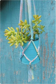 DIY Tutorial: Suculent Plant Hanger From Fabric Strips & Recycled tin can Tin Can Crafts, Diy Crafts, Recycled Crafts, Diy Hanging Planter, Planter Ideas, Hanging Succulents, Succulent Planters, Hanging Pots, Succulents Garden