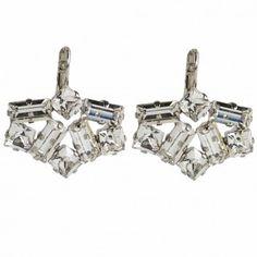 """Die versilberten Ohrhänger """"Art Deco"""" mit funkelnden Strass-Steinen wurden vom beliebten Label RIO in Deutschland handgearbeitet."""