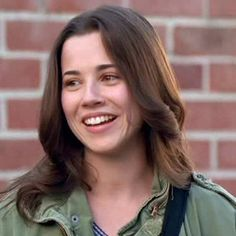 Lindsay Weir, Freaks And Geeks | 25 Badass '90s Female TV Characters Who Were Total Role Models