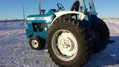 Vintage Tractors, Vintage Farm, Classic Tractor, Ford Tractors, Old Fords, Rubber Tires, Monster Trucks, Retro, Auction
