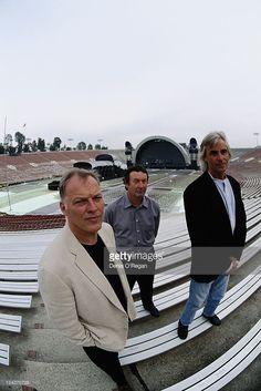 Pink Floyd au stade Rose Bowl à Pasadena, en Californie, au cours Division Bell tour, le 16 Avril 1994. 17ème-gauche du groupe à droite: le guitariste David Gilmour, le batteur Nick Mason et claviériste Rick Wright.